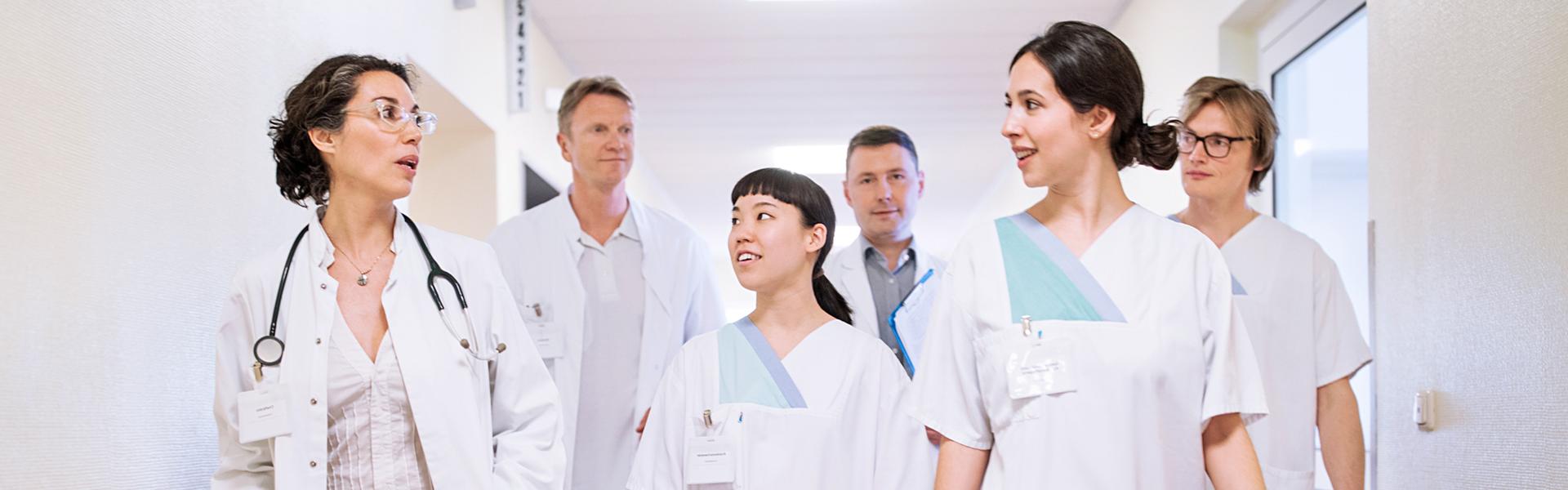 Foto: EZ CALL IP hat eine beeindruckende Auswahl an Displays zu bieten. Sie lassen sich auf vielfältige Weise einsetzen und werden damit auch Ihren Anforderungen in den Bereichen Krankenhaus- und Pflegekommunikation gerecht.
